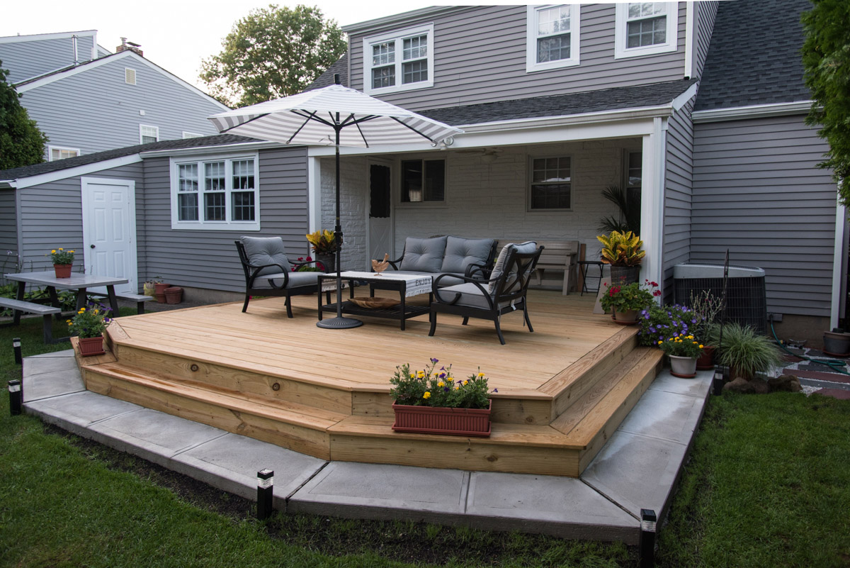 Raised Wooden Platform Style In Bloomfield Carolan
